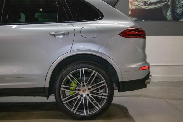 Used 2017 Porsche Cayenne S E-Hybrid Platinum Edition | Miami, FL n28