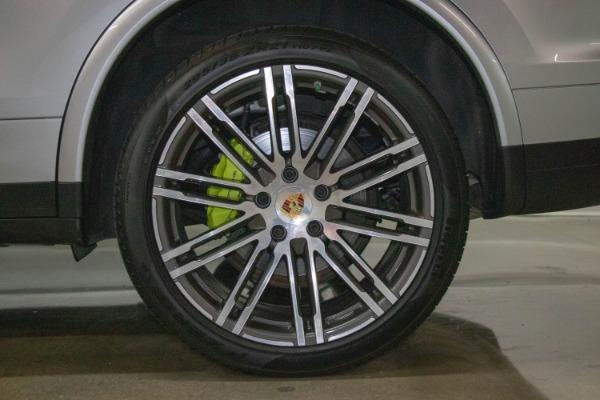 Used 2017 Porsche Cayenne S E-Hybrid Platinum Edition | Miami, FL n31
