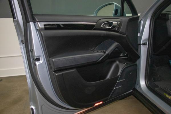 Used 2017 Porsche Cayenne S E-Hybrid Platinum Edition | Miami, FL n35