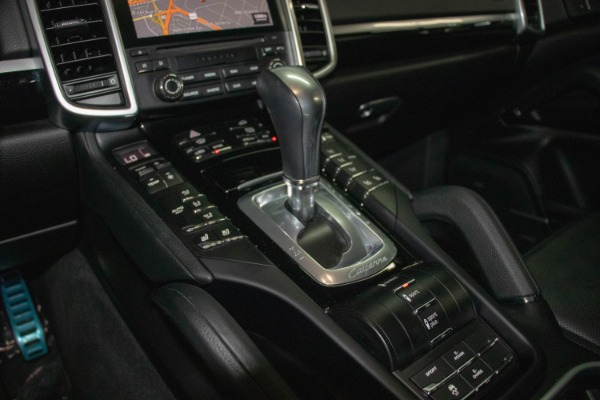 Used 2017 Porsche Cayenne S E-Hybrid Platinum Edition | Miami, FL n52