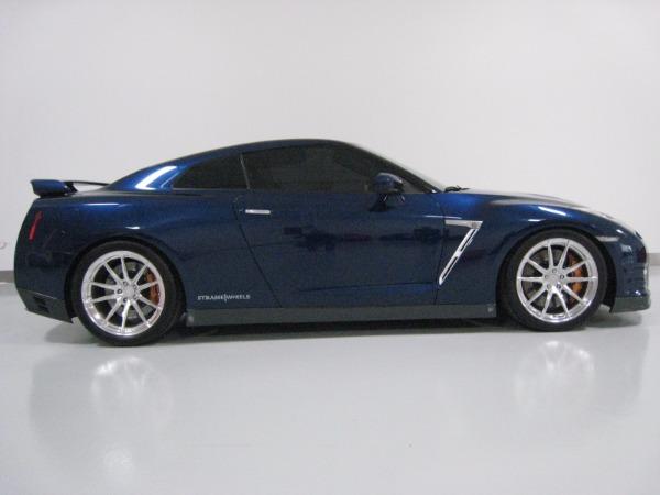 Used 2015 Nissan GT-R Premium   Miami, FL n4